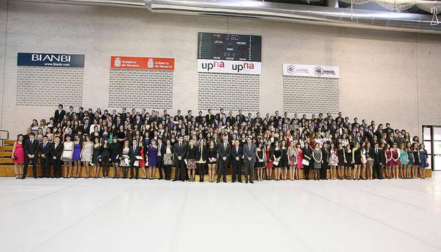 Grupo de estudiantes graduados