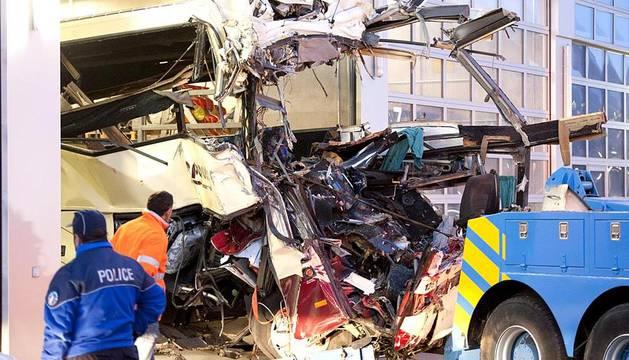 Varias imágenes del accidente de un autobus en Suiza