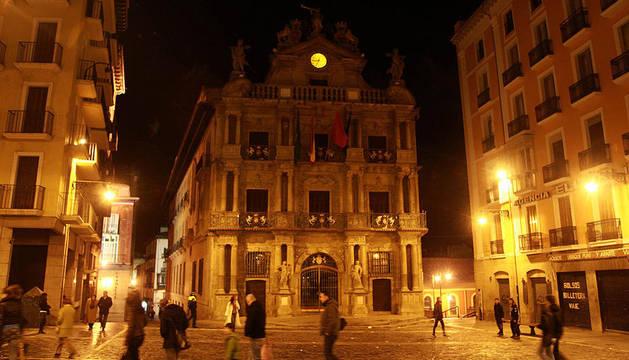 El Ayutamiento de Pamplona, apagado durante la campaña del año pasado