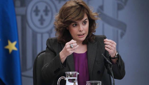 La vicepresidenta del Ejecutivo, Soraya Sáenz de Santamaría, durante la rueda de prensa posterior al Consejo de Ministros