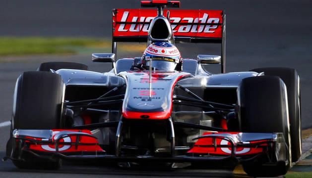 El piloto británico Jenson Button (McLaren Mercedes) en acción durante el Gran Premio de Australia de la Fórmula Uno que ganó este domingo.