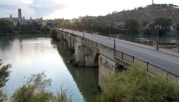 Vista del puente sobre el río Ebro en Tudela.