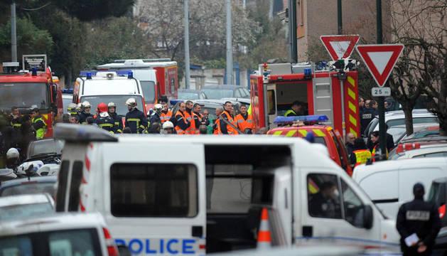 Miembros de la Policía en el domicilio del autor de la matanza de Toulouse.