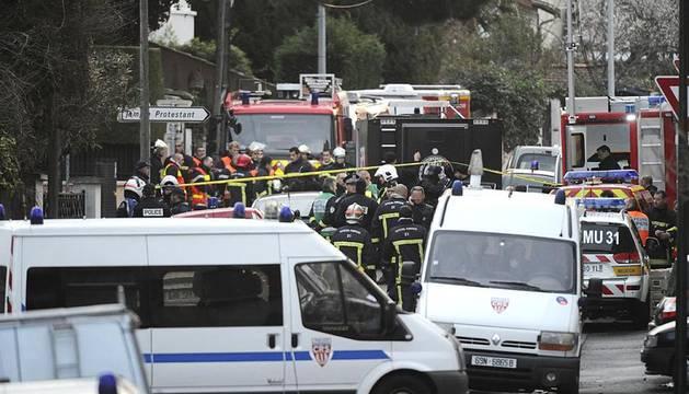Tras identificar al presunto asesino de Toulouse y rastrear sus movimientos hasta su domicilio, la unidad de élite de la Policía francesa, RAID, ha mantenido acordonado el lugar de residencia de Mohamed Mera, de 24 años, durante toda la noche de este miércoles.