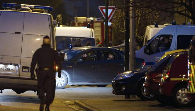 Miembros de los grupos especiales de la Policía francesa se preparan para el asalto del domicilio de Mohamed Merah en Toulouse