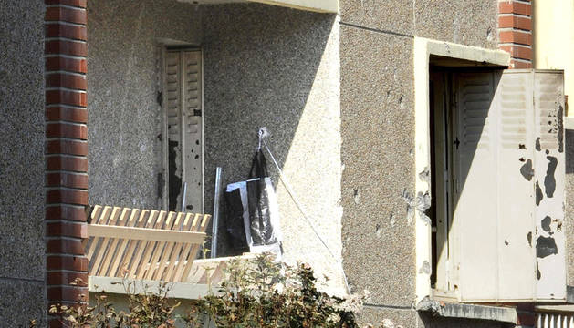 Vista del exterior de la vivienda donde fue abatido ayer de un tiro en la cabeza el asesino confeso de Toulouse y Montauban, Mohamed Merah, en Toulouse, Francia
