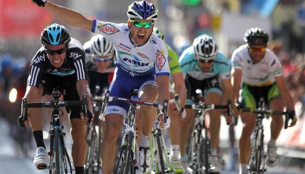 Simon, ciclista francés, celebra su triunfo en la 5ª etapa de la Volta a Catalunya