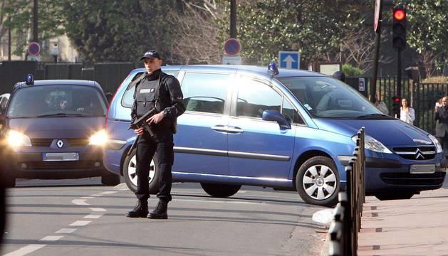 Trasladando a los familiares del asesino de Toulouse