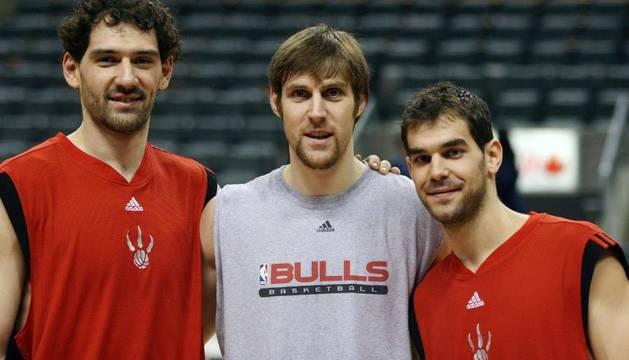 Nocioni, en el centro, junto a Garbajosa y Calderón cuando el argentino jugaba en los Bulls