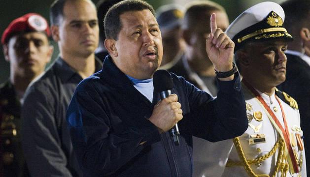 Chávez pronuncia un discurso antes de partir a La Habana