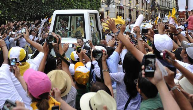 El Papa es recibido por miles de personas en Guanajuato