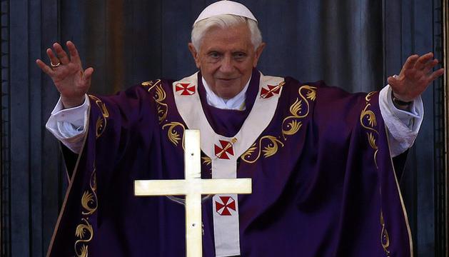 El papa Benedicto XVI saludo al medio millón de ferigreses cubanos que se congregó este miércoles en la plaza de la Revolución para escuchar la misa durante su visita oficial.