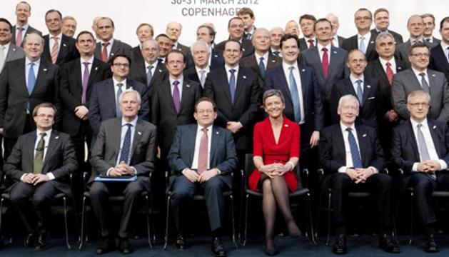 Los participantes posan para la foto de familia de la reunión informal del Eurogrupo que se celebró este viernes en Copenhague.