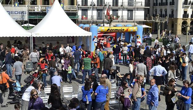 Imágenes del Día del Autismo celebrado el sábado 31 de marzo en la Plaza del Castillo de Pamplona