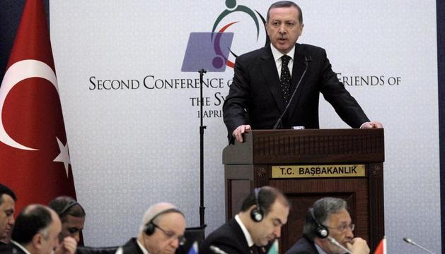 El primer ministro turco, Tayyip Erdoga, pronuncia un discurso durante la segunda cumbre del llamado grupo de los