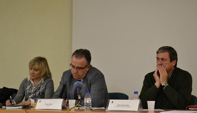 Enrique Maya llevó a cabo un encuentro con los vecinos de este barrio de Pamplona para abordar algunas de las cuestiones que más les preocupan.