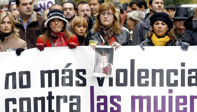 Familiares de víctimas de la violencia machista se manifiestan en Cantabria