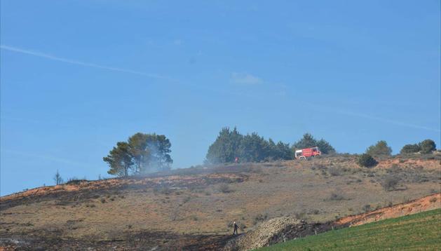 Un momento del incendio producido entre Desojo y Mues