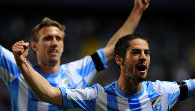 Isco celebra su gol, con Monreal detrás