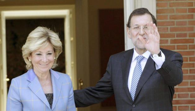 El presidente del Gobierno, Mariano Rajoy, junto a la jefa del Ejecutivo autonómico madrileño, Esperanza Aguirre.