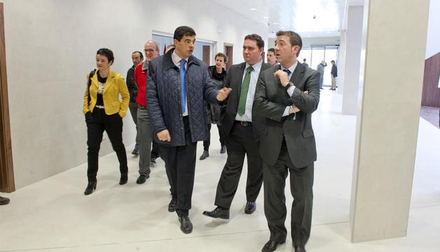 El alcalde de Tudela, el juez decano de Tudela y el vicepresidente Jiménez durante la visita al nuevo edificio de los juzgados