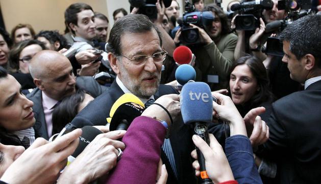 El presidente del Gobierno, Mariano Rajoy, a su llegada al Senado para asistir a la sesión de control al Gobierno de la Cámara alta.