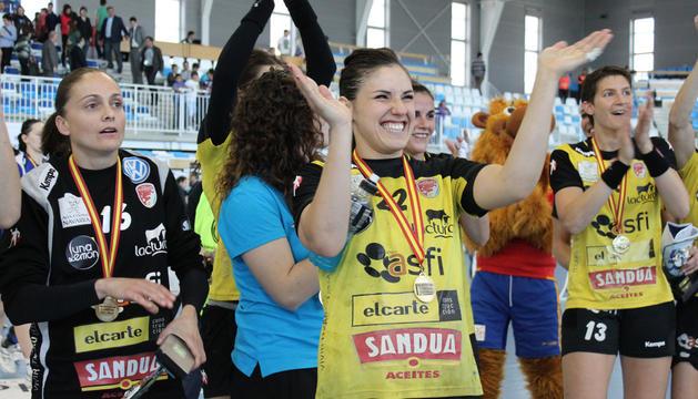 Las jugadoras del Asfi Itxako se han proclamado campeonas de la XXXIII Copa de la Reina de balonmano tras vencer en la final al Bera Bera guipuzcoano.