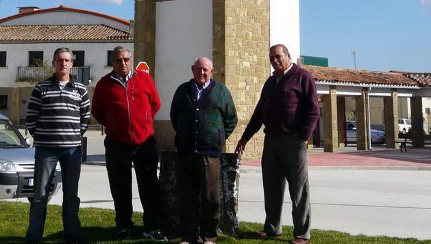 Desde la izquierda, Juan Carlos Mar Iturbide, presidente del concejo de Rada; Jesús Chivite Segura, Manuel Lozano Jaramillo y Javier Jiménez Igal
