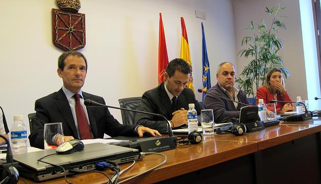 El consejero de Fomento y Vivienda del Gobierno de Navarra, Anai Astiz, durante una comparecencia ante la Mesa del Parlamento de Navarra