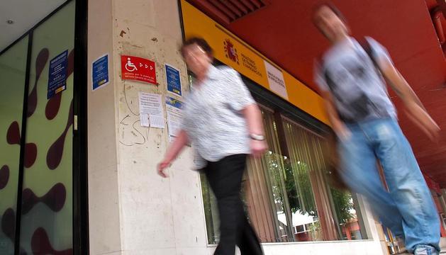 El paro subió en el primer trimestre del año en Navarra un 18,19%,  al registrarse 7.700 desempleados más que al cierre de 2011.