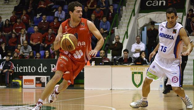 Grupo Iruña logró la victoria este viernes por 89-79 al Menorca Basquet en Anaitasuna