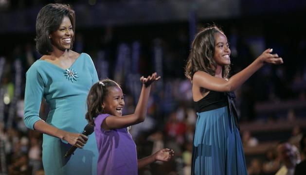 Michelle Obama junto a sus hijas
