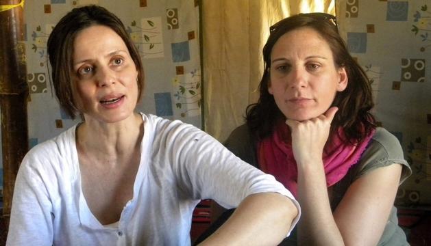 Aitana Sánchez Gijón (i) y Malena Alterio durante la entrevista