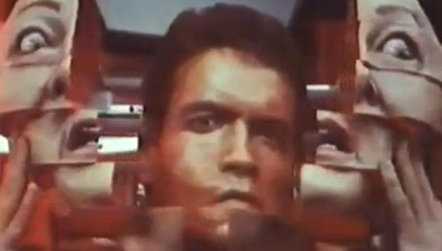 Arnold Schwarzenegger en un fotograma de la película 'Desafío total'