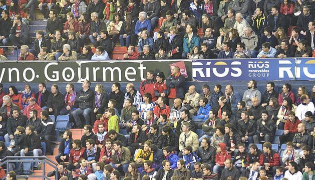 Búscate en la grada del partido entre Osasuna y la Real Sociedad.
