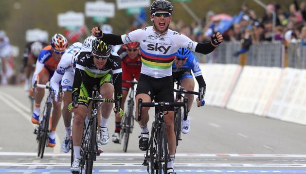 Cavendish se impuso al sprint en la segunda etapa del Giro de Italia