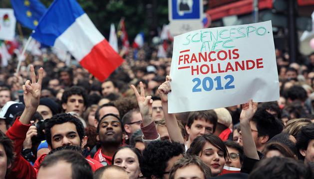 Los socialistas celebran la victoria de Hollande.