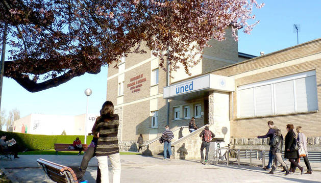 Exterior de la UNED en Pamplona