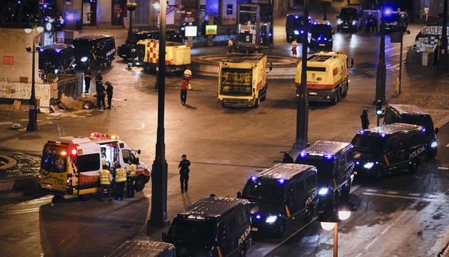 La Puerta del Sol, tomada por la policía tras ser desalojada