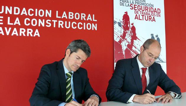 Imagen de la firma del acuerdo de colaboración