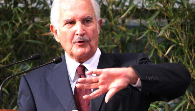 Fotografía del 2 de febrero de 2012 del escritor mexicano Carlos Fuentes en un evento en la Universidad Veracruzana, del estado mexicano de Veracruz