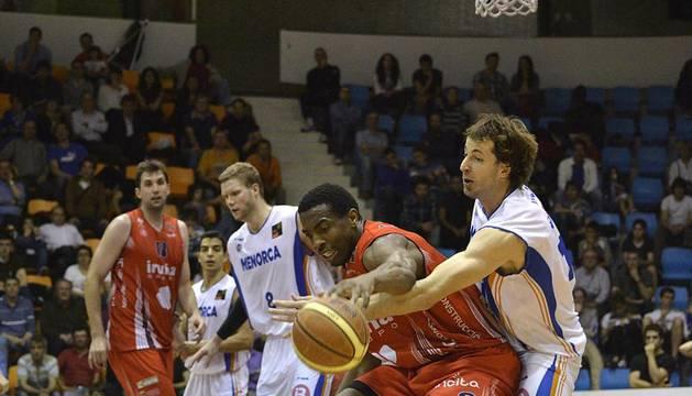 Imágenes del primer partido de la semifinal de los playoff entre Grupo Iruña y Menorca