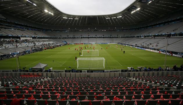 Los jugadores del Chelsea se ejercitan en el estadio muniqués Allianz Arena donde de disputa la final de la Liga de Campeones 2011/2012