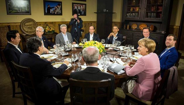 Obama, presidiendo la mesa en el G-8