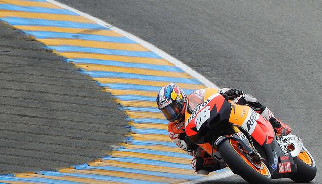 El piloto español del equipo Honda, Dani Pedrosa, durante los entrenamientos oficiales del Gran Premio de Francia disputados en el circuito de Le Mans