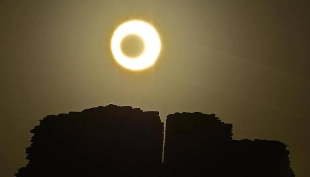 Millones de personas en Asia y Estados Unidos han podido observar  el eclipse anular de Sol que se ha producido en la madrugada de este lunes.