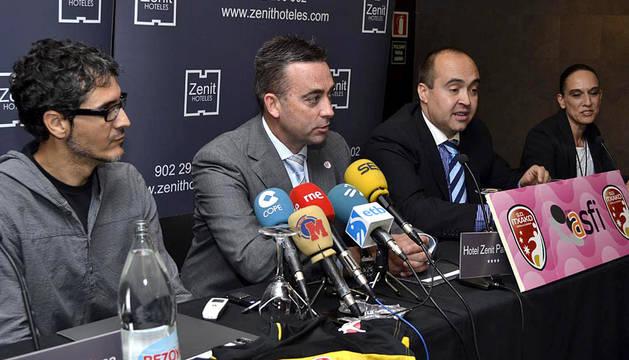 El nuevo entrenador de itxako, José Ignacio Prades, ha sido presentado este lunes por medio de Bujanda