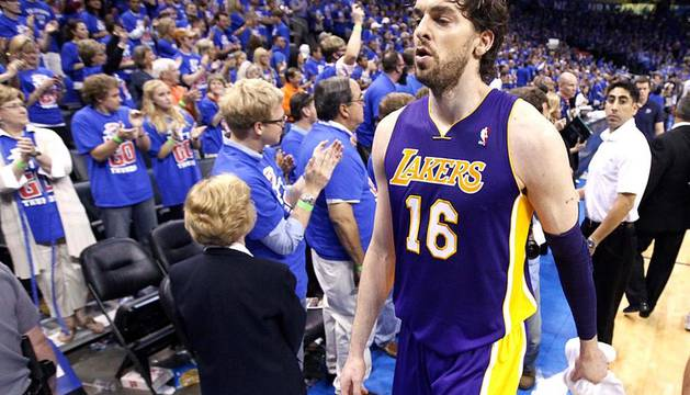Oklahoma City Thunder venció en el quinto partido a los Angeles Lakers y lograron eliminarles de los playoffs por el título de la NBA. Oklahoma jugará ahora la final de la Conferencia Oeste ante los Spurs.