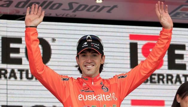 Ion Izaguirre, de Euskaltel, celebra su victoria sobre el podio