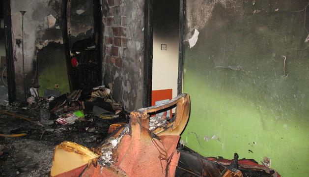 Imagen de cómo ha quedado la vivienda tras el incendio.